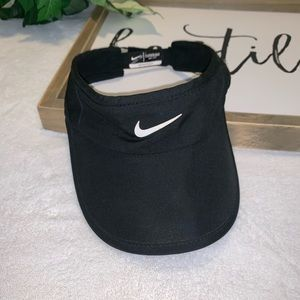 Nike Women's Aerobill Featherlight Visor